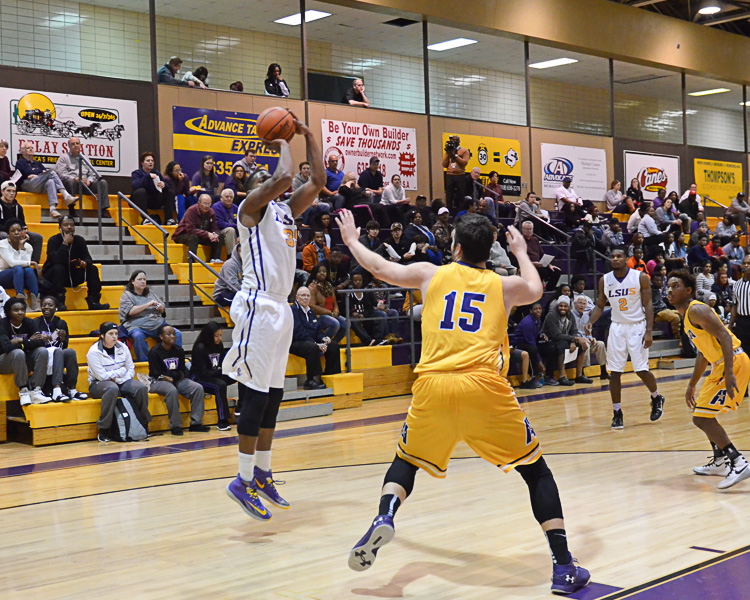 17th LSUS Men's Basketball vs LSUA Generals Photo