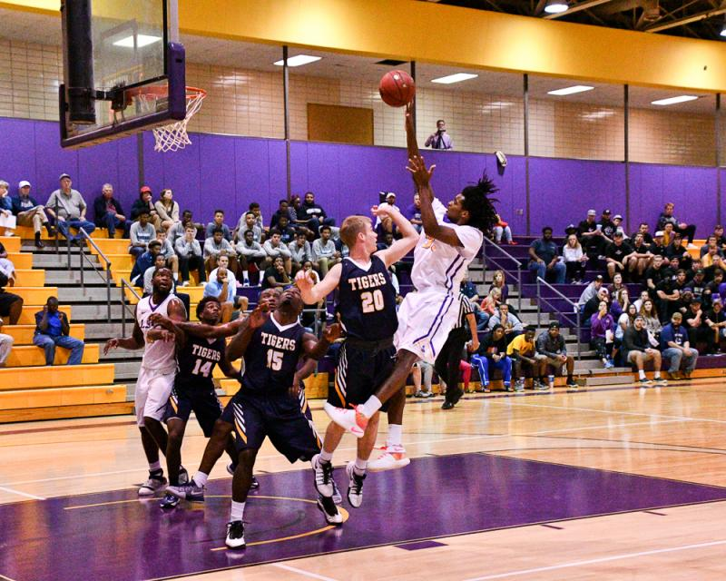 18th LSUS Men's Basketball vs St. ETBU Photo