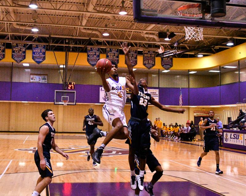 35th LSUS Men's Basketball vs St. ETBU Photo