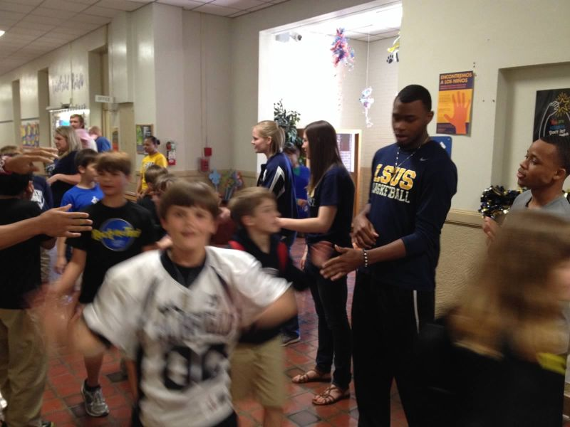 1st LSUS ATHLETES VISITS FAIRFIELD ELEMENTARY Photo