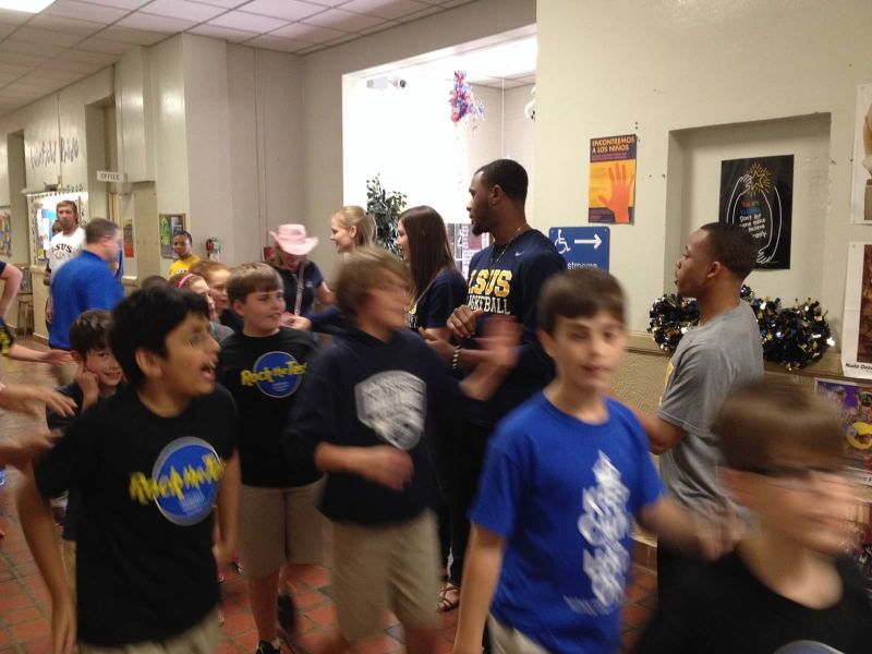 3rd LSUS ATHLETES VISITS FAIRFIELD ELEMENTARY Photo