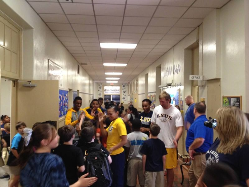 11th LSUS ATHLETES VISITS FAIRFIELD ELEMENTARY Photo