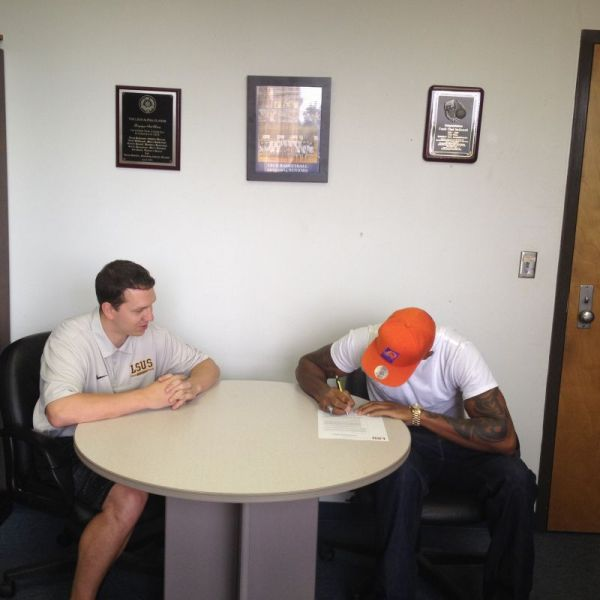 Lyndale James signs with the Pilots