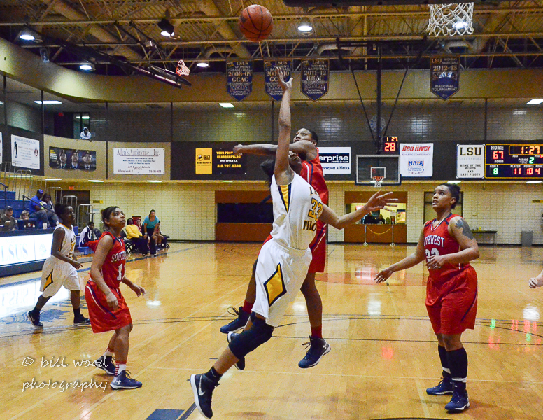 13th LSUS Lady Pilots vs U of the SW Photo