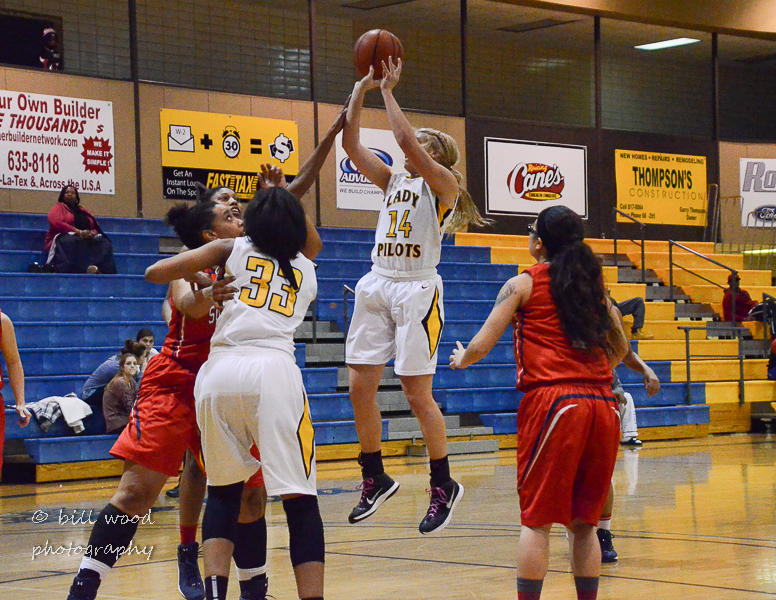 18th LSUS Lady Pilots vs U of the SW Photo