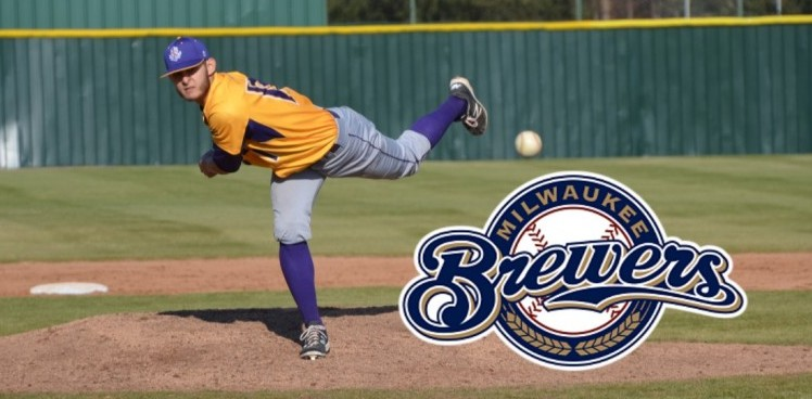 Photo for ROBLEDO SIGNS WITH MILWAUKEE BREWERS